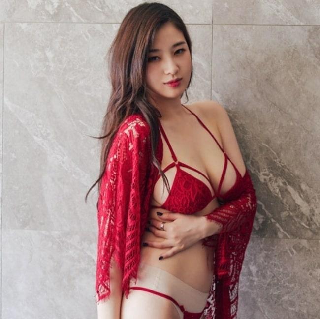 my-nhan-nguc-dep-nhat-xu-han-so-huu-vong-1-gan-100-cm-14