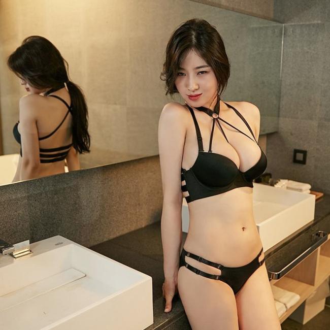 my-nhan-nguc-dep-nhat-xu-han-so-huu-vong-1-gan-100-cm-2