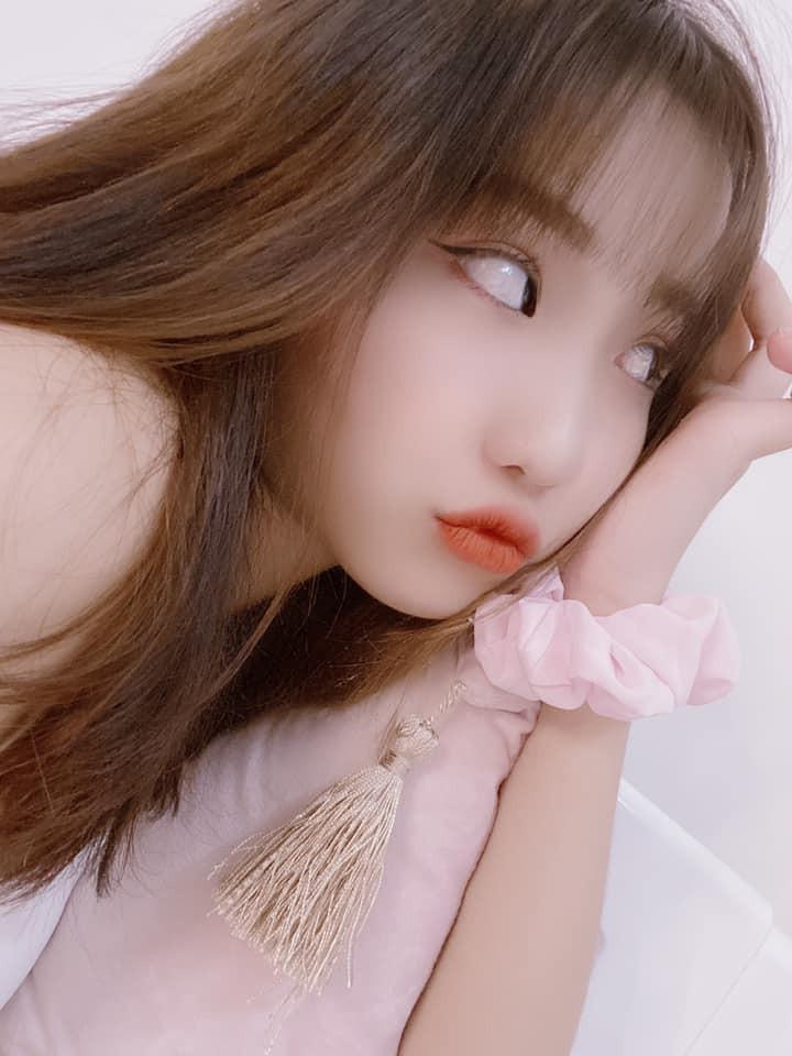 dan-hot-girl-viet-2k4-lam-loan-tik-tok-bang-loat-tai-khoan-trieu-follow-1