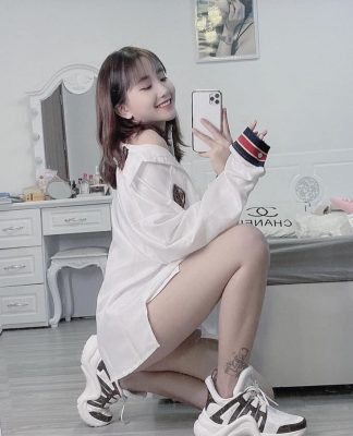 dan-hot-girl-viet-2k4-lam-loan-tik-tok-bang-loat-tai-khoan-trieu-follow-2