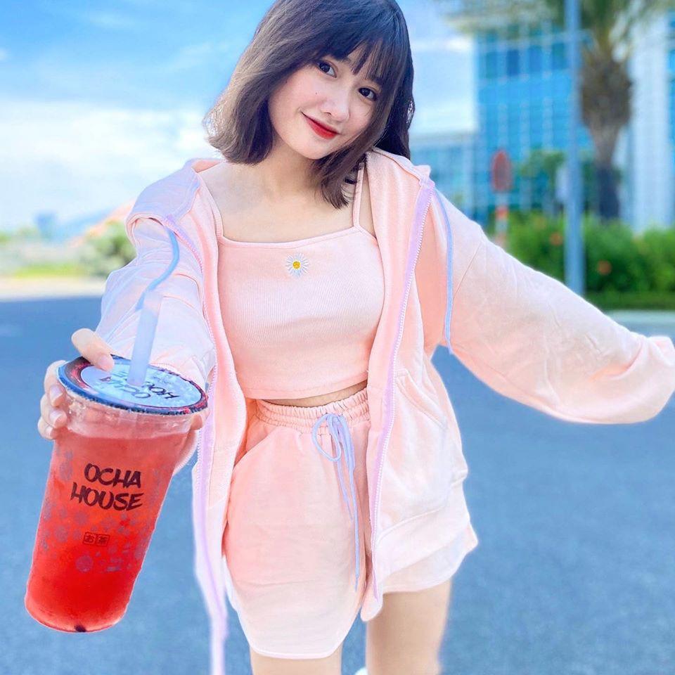 dan-hot-girl-viet-2k4-lam-loan-tik-tok-bang-loat-tai-khoan-trieu-follow-3