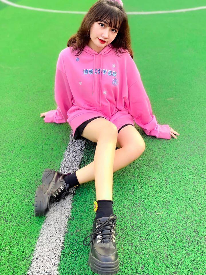 dan-hot-girl-viet-2k4-lam-loan-tik-tok-bang-loat-tai-khoan-trieu-follow-5