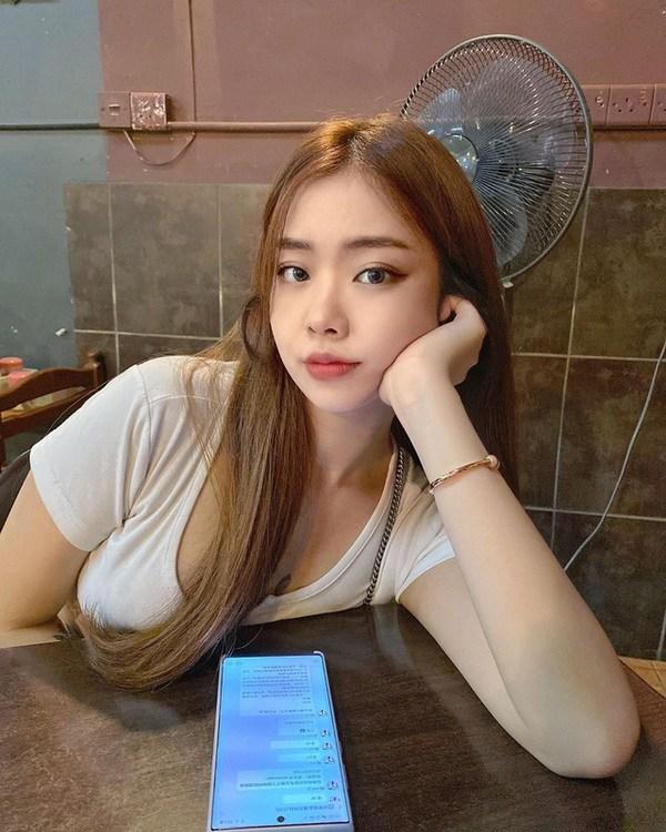 hotgirl-trong-cay-o-vong-1-khang-dinh-khong-thich-mac-ao-nguc